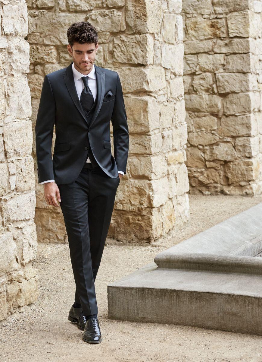 b227fe48d845 Megérkezett a Digel Ceremony kollekciója. Eskövői öltönyök, mellények,  francia nyakkendők. Érdemes megnézni, nagy választékkal várjuk kedves  vásárlóinkat.